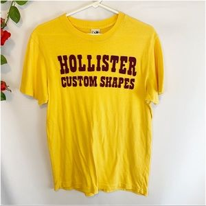 🌼Hollister Custom Shapes Patch Letters T-Shirt
